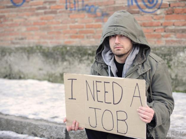 unemployed-man-with-sign